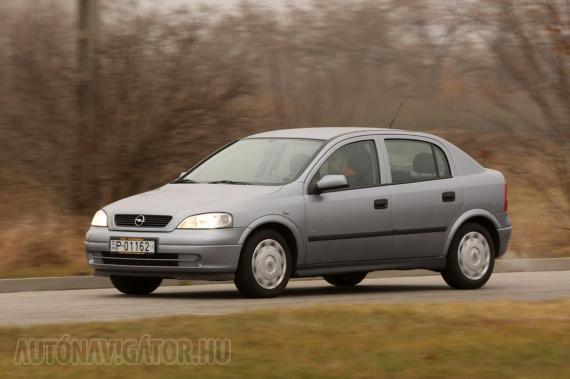 Hiába váltott dizájnt az Opel, ma sem tűnik öregnek az Astra G, azaz a képen látható Astra Classic II