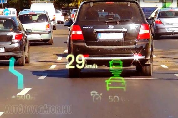 Az információk szélvédőre vetítése biztonságot ad, mert a sofőr nem veszi le a szemét az útról. Még jobb, ha navigáció, koccanásgátló és távolságkövető radar is rendelkezésre áll, hiszen mind könnyíti és veszélytelenebbé teszi a vezető dolgát. Mindamellett a túl sok adat is zavaró lehet, s a drága technika nem csinál meg mindent helyettünk. Többet ésszel, mint pénzzel!