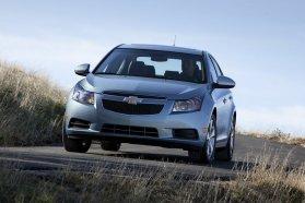 A másik koreai, a Chevrolet Cruze az igen nagyvonalú ellátmányához képest egész olcsónak számít