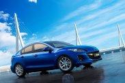 A Mazda3 nem olcsó, az automata váltós, csúcsfelszerelt Mitsubishi Lancernél bezzeg csak a VW Jetta drágább. A Suzuki SX4 Sedan hozzájuk képest alkalmi vétel