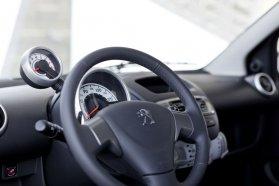 Az utastérről ez az egy, a Peugeot 107-es belsejét félig-meddig felfedő kép publikus