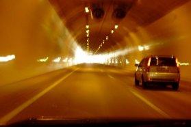 Az alagutak használatáért néhol, például Szlovéniában külön díjat is kell fizetni