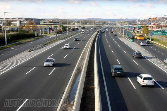 Az ingyenes városelkerülő szakaszok még nem szűntek meg, a négynapos matrica azonban igen, ezért apadhat a hazai autópályák forgalma