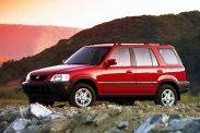 Terios, CR-V, L200? A Daihatsu elég szűk, de végül is két felnőttnek, két kutyának és a csomagoknak megfelel. A Honda arany középút, bár nem annyira terepjárós, mint például a Mitsubishi, csak az meg pickup. Ám legalább duplakabinos, hajtáslánca is parádés