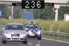 A balesetek közel harmadánál a sebesség nem megfelelő megválasztása, a gyorshajtás volt a kiváltó ok