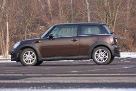 Ha fontos a divatos megjelenés és a keret is bőséges, stílusos választás lehet mind a Mini, mind a Fiat 500