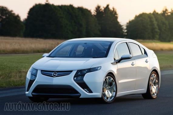 A 2012-es Év Autója, az Opel Ampera − a hölgyek zömének nem jön be a formája, de van aki már tudja, hogy miért jó és azt is, hogy kitüntették