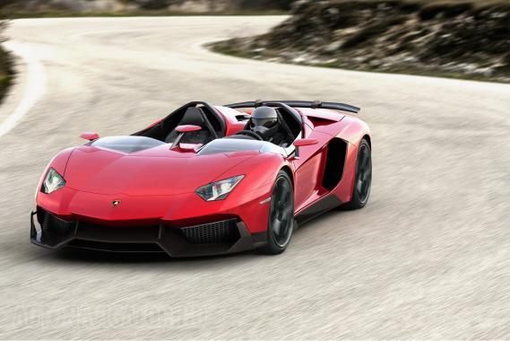 Lamborghini Aventador J, egyetlen példányban épített nyitott sportkocsi. Szintén genfi újdonság. Mint megtudtuk, csajozni, hölgyek szívét elhódítani nem ideális!