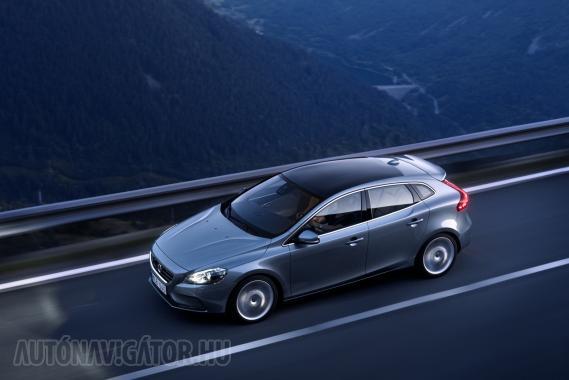 Volvo V40, a C30 ötajtós változata, frissiben Genfből. Elsőként erről kérdeztük a hölgyek véleményét