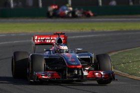 A McLaren azonnal jelezte, hogy komoly (és minden bizonnyal egyedüli) kihívója a címvédő Red Bullnak. Ráadásul szép is, nem olyan randa kacsacsőrű, mint a többi 2012-es F1-versenyautó