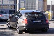 Lesz mit koppintania a BMW-nek és az Audinak, ha lekerül az álca, s a tehetős vásárlóréteg rámozdul a CLS kombira. Mert így lesz, az biztos
