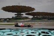 Az egy dolog, hogy a Sauber (balra) elképesztően gyors, de mi történt a McLarennel és a Red Bullal? Főleg utóbbi (jobbra) küszködése volt látványos. Sebaj, a semleges szurkolóknak az idei eddig sokkal szórakoztatóbb az egyhangú tavalyi szezonnál