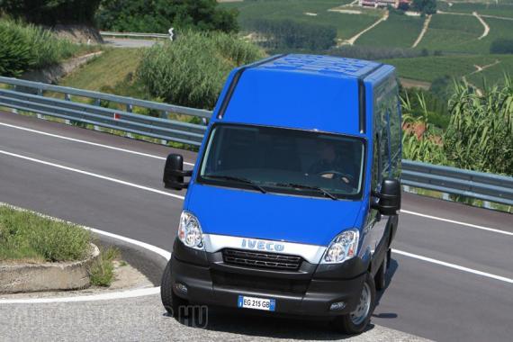 Minden Daily esetében rendelhető CNG-hajtású verzió, felára mintegy 5000 euró, mely gyorsan megtérül, töltőállomástól, illetve várostól függően 25-60 százalékkal olcsóbb a CNG, mint a gázolaj. A vele hajtott verzió ráadásul tisztább és csendesebb üzemű is