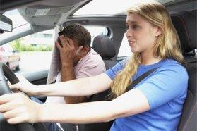 Jellemzői női autóvezetési hiba a pedálok összetévesztése