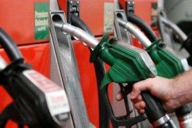 Érdemes lehet szerdáig várni a tankolással, a benzin ára 10, a gázolajé 6 forinttal csökken