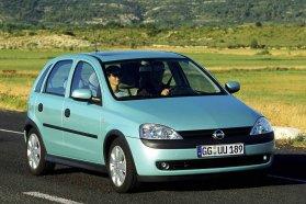 C Corsa és nekünk első Swift: ég és föld az Opel javára minden szempontból azt leszámítva, hogy a Suzukival olcsóbb az autózás. Utóbbit szokás azért nem választani, mert zéróközeli az utasvédelme, és hát tényleg az...
