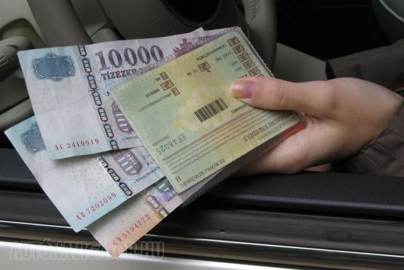 Pénzt a jelenlegi információk alapján nem, de forgalmi engedélyt, egyéb papírokat a jövőben a közlekedési ellenőr is kérhet