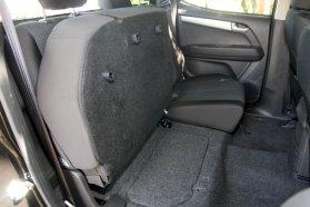 Pakoláshoz felhajthatók a hátsó, osztott ülőlapok