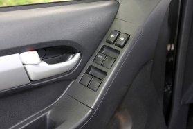 Elektromos, a sofőr oldalán automata ablakmozgatás mindegyik D-Maxhoz jár