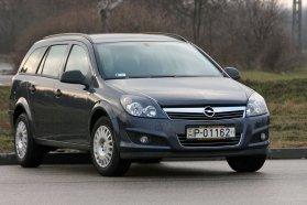 Az Astra H már biztosan jó, a G-nél figyelni kell az évjáratra, a motor környezetvédelmi besorolására