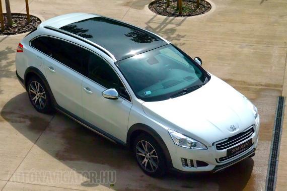 Rétegmodell, üvegtető, hibridhajtás, 4WD