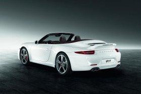 Fehérben a kacsás farú Sport Design, a csomagok Coupé és Cabriolet verziókhoz egyaránt elérhetők