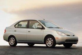 Eredetileg 1997-ben, nálunk csak az ezredfordulón jelent meg a Toyota Prius első generációja