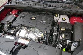 Csendes és erős, közepesen takarékos a 2,0 literes dízel. Tesztünket sok autópályázással 6,7 l/100 km átlaggal zárta