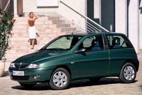 A még a Fiat Punto első kiadásán alapuló Lancia Ypsilon akár klímával is megkapható