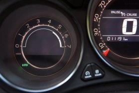 Eco felirat jelzi az automatikusan megállított motort