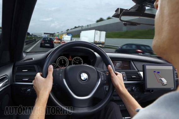 A ma már aktív/adaptív tempomatok ráfutásgátlóstul nem csak sebességet, hanem követési távolságot is tartanak, automatán gyorsítanak és lassítanak, akár állóra is fékezik az autót