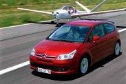 Kakukktojás középen: egy rejtett hátsó kilincses, tágas csomagteret is adó Honda Civic. Egy-egy formás, korántsem közkedvelt típus a két szélen, a perifériára szorulva: balra a Kia pro_cee'd, jobbra a Citroën C4 Coupe − kis szerencsével belőlük, ahogy a mezőny bármelyik tagjából kifogható egy tényleg jó példány