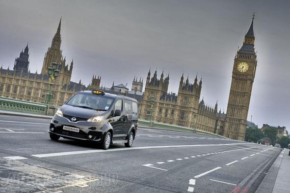 Nem olyan stílusos, mint egy hagyományos London-taxi, de főleg gazdaságos üzeme miatt biztosan népszerű személyszállító lesz a Nissan NV200