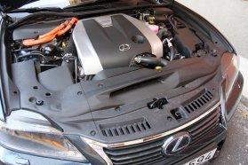 Napjaink legtechnikásabb hajtáslánca: 3,5 literes, Atkinson ciklusú benzinmotor, változó, terheléstől függően közvetlen vagy szívócső befecskendezéssel, természetesen szintén változó szelepvezérléssel, E-CVT váltóval és 200 lóerős villanymotorral, 345 lóerős rendszerteljesítménnyel