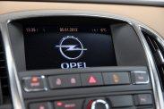 Jó pénzért már-már luxusellátmányt is adhat az Opel, de belépő verzióinak motorja kissé kevés az amilyen mutatós, olyan nehéz karosszériához