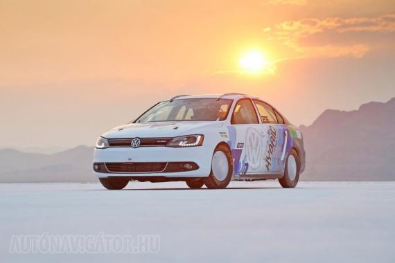 Volkswagen Jetta Hybrid − a világ jelenlegi leggyorsabb hibridje a szériamodellek közül