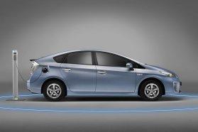 A Prius Plug-in nem olcsó, de elképesztően kedvező üzemeltethetőségével hosszú távon akár be is hozhatja az árát − egy drága benzinfaló kocsihoz képest mindenképp