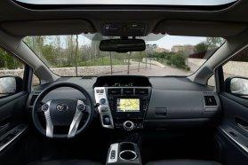 Kipróbálva: nem túl magas felnőttek a Prius+ harmadik üléssorában is egész jól elférnek