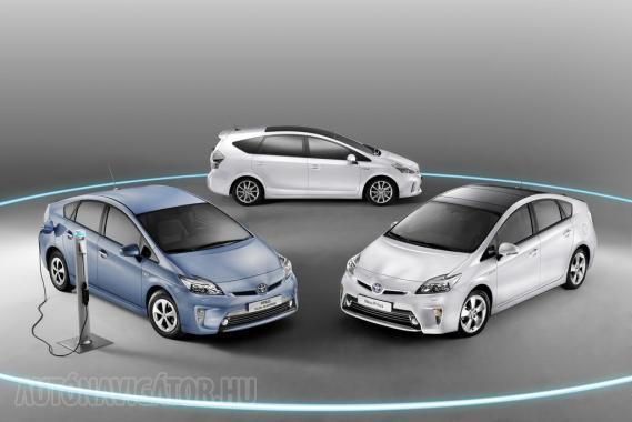 Három a Prius: a képen kék a konnektorról tölthető Plug-in, hátul a szintén új Prius+
