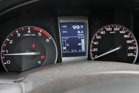 A fedélzeti számítógép 8,4 literes fogyasztást jelzett, tankolás után kiderült, hogy 8 literrel elvolt nálunk a még bejáratós tesztautó