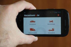 Álló vagy fekvő nézetben egyaránt, már mobiltelefonra optimalizált verzióban is fut a Használtautó.hu