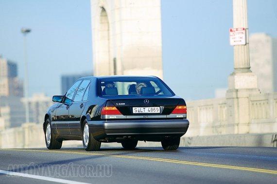 A W140 eladásait az Egyesült Államokban már erősen befolyásolták az új japán luxusmárkák, a Lexus és az Infiniti megjelenése