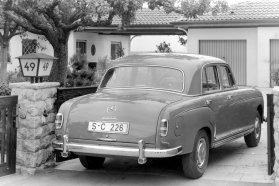 Az S-osztály elnevezés a Sonderklasse, vagyis az egyedülálló kategória kifejezésből ered. Nélküle ma nem lenne Audi A8 vagy 7-es BMW sem