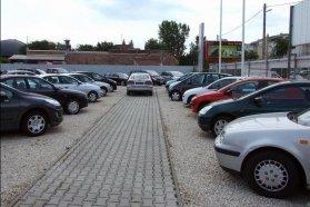 Kényelmes, de a legjobb árról való megoldás miatt drága megoldás a meglévő autót egy kereskedésnek adni
