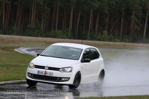Idén a kisautók gumiméretét Volkswagen Polón tesztelte az ADAC, a 14 colos abroncsok közül 4 gyenge minősítést kapott, míg a nagyobbak közül egy sem érdemelte ki a legrosszabb értékelést