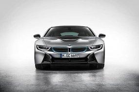 Újabb emblémacserék: melyikkel mutatna legjobban a BMW i8?