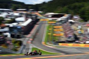 Újabb botrány: Rosberg direkt ütötte ki Hamiltont?